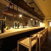 1人でも肩肘はらず、純粋にワインと料理を楽しむことができる店