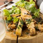 厳選した赤身肉、季節の新鮮野菜、無農薬マッシュルーム