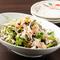 青森県産食材を手軽に味わえる『カニ味噌と葉野菜のサラダ』