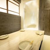 個室は、ゆったりとくつろげる堀りごたつスタイル