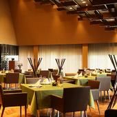 隈研吾氏建築のレストランで、芸術とお料理を楽しむ