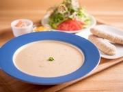 クラムチャウダー・玄米スティック・サラダ・ピクルス 乳製品・小麦粉が使われていません。