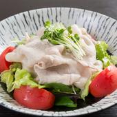 地元の銘柄豚・あぐーをバラエティー豊かな調理法で楽しめる『あぐー料理~豚しゃぶサラダ』