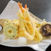 旬菜を中心に、魚介もバランスよく取り入れた『天ぷら盛り合わせ』