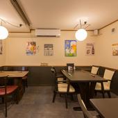 カウンターでもテーブルでも、大人の時間を過ごせる和食料理店