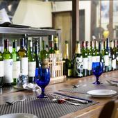 料理と相性の良いリーズナブルなワインや地元の日本酒を用意