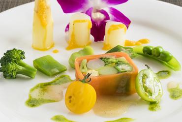農家直送の旬野菜を華やかに味わう『季節野菜のテリーヌ』