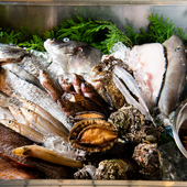 旬の魚介は漁師直送。多彩なメニューで新鮮ならではの美味しさを