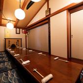 プライベートな空間で、地魚料理を肴にのんびりと宴会を