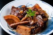 先代から受け継いだ煮汁の奥深き味わいと、ふっくらとした柔らかな身がたまらない美味しさの『煮魚』