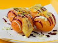 『bills'たこ焼き'ドーナッツ w/ホワイトチョコレート、ラズベリー&バニラ、ドライパイナップル、抹茶』