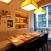 プライベートな空間で街の景色も眺められる窓際の半個室