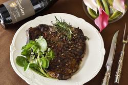 活ロブスター付の美食家コース。旨味たっぷりの活ロブスターやTボーン・コンチネンタルスタイルを堪能。