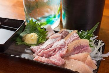 新鮮なヤギ肉を刺身で堪能!『ヤギ刺し』