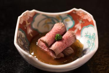 海老などを餌に育った極上鯛の風味を土鍋で閉じ込めた『伊勢天然鯛飯』