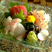 マグロと白身魚を使用した、オリジナルユッケ解禁!肉のような食感と味はやみつき度100%です。