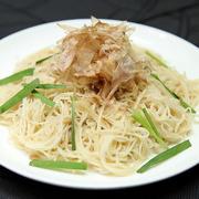 そーめんとツナを炒めた、カツオ風味の沖縄定番料理。地元の居酒屋でも大人気のメニューです!