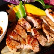 沖縄の自然と人の愛が育んだ格別の食材。テレビ・メディアでも多数紹介されております。今話題の沖縄県産豚肉です!