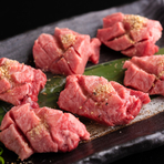 まるでステーキのような味わい、贅沢な『厚切りタン』