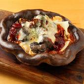 とろーりチーズの九州地鶏の炭火レア焼き