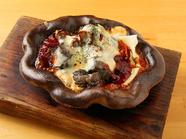 名物料理『とろーりチーズの九州地鶏の炭火レア焼き』