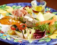 8種の前菜を満喫する、ボリューム満点のひと皿『前菜盛り合わせ』