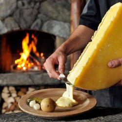 濃厚チーズフォンデュ10種を含んだ全97品が食べ飲み放題!前菜やサラダ、肉料理まで全て食べ放題!