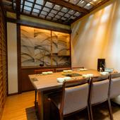 趣のある個室は接待、会食にもふさわしい落ち着いた空間