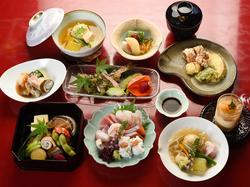 四季折々の厳選素材を使った京料理を堪能できるおまかせコース 5000円から