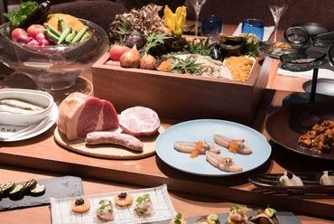 色とりどりな料理が並び、どれにしようか迷うのも楽しみのひとつ『季節の前菜』(その日のおすすめ)