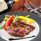 ワインとも相性抜群。赤ワインのソースでいただく『鴨 胸肉のロースト』