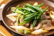芳醇な味わいの鴨とネギだけのシンプルな鍋仕立て!『鍋焼き鴨ネギ』