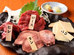柔らかく癖のない馬肉のスライスですき焼き風桜鍋をご堪能ください。