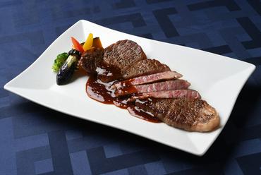 飛騨の自然の味を堪能できる『飛騨牛サーロインステーキ[200g]』