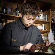 奄美は日本の中でも独自の伝統的な料理法があり、食材の旨味を最大限に引き出す先人達の知恵から生まれた料理が多くあります。そういった伝統や郷土料理の魅力を、後世に残しゆく努力を日々重ねられています。