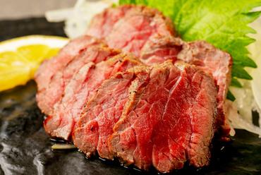 ジューシーなお肉の旨みを味わう『牛もも肉の炙り焼き』