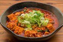 島豆腐と3つの味噌を使って仕上げる『激辛麻婆豆腐』