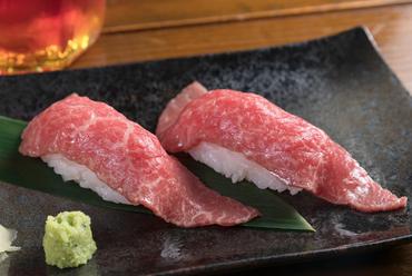 沖縄の二大肉、石垣牛とあぐー豚を肉握りで堪能『炙り握り』