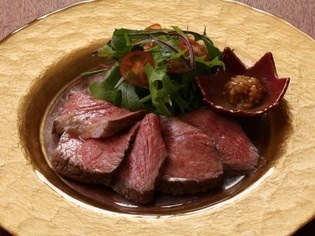肉の旨みを堪能できる『熊野牛イチボ肉のローストビーフ』