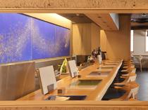 京都の唐紙屋11代目トトアキヒコの作品「ミヅハ」が飾られている
