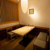 料亭を思わせる落ち着いた和空間。個室で贅沢を独占