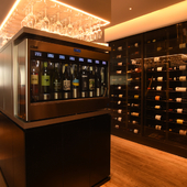 ワイン初心者も上級者も、気軽にグラスワインが楽しめるお店
