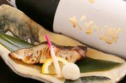 脂ののった銀ダラを京都の老舗の西京味噌を使用し、西京味噌に一晩漬け込んだこだわりの手づくり。贅沢な風味を纏い、日本酒のお供にもぴったりな逸品です。