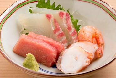 鮮度抜群! おすすめの魚を盛り合わせで堪能『お造り おまかせ』