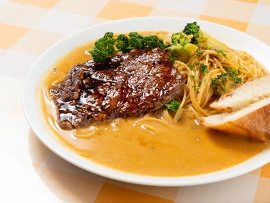 濃厚なソースが決め手の『牛肉とキノコのスパゲティ』