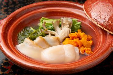 雲丹、鮑、めかぶ…北三陸産の3種の素材がハーモニーを奏でる『磯の誉鍋』