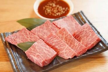 お口の中で蕩ける食感。焼肉の醍醐味を堪能する『特上カルビ』