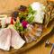 色々な種類が食べたい人にお薦め。ボリューム満点『本日の前菜盛り合わせ(1人前)6種』