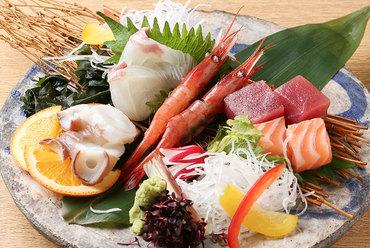 季節に合わせた鮮魚を楽しむことができる【お造り盛り】