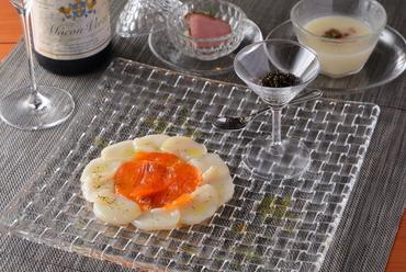 キャビアのお供に。清涼感溢れる逸品『サーモン・帆立のカルパッチョ』